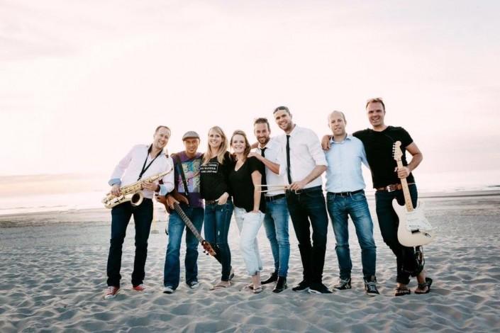 Bruiloft partijen coverband aan strand