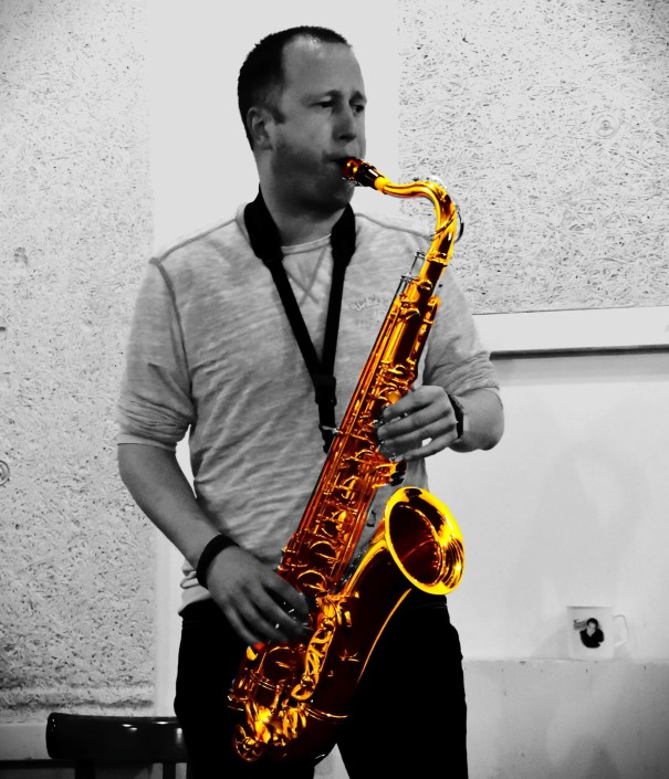 Tenor Saxofoon player grooveplanet